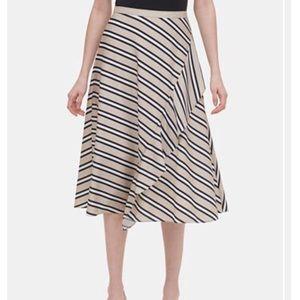 Printed ruffle midi skirt... zipper up the side